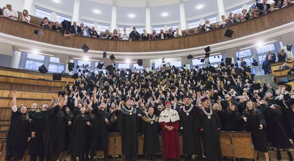 Studia, praca, zarobki: Oto polskie uczelnie, po których zarabia się najwięcej