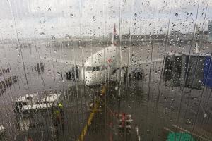 Pracownicy lotnisk strajkują. Niemal wszystkie loty odwołane