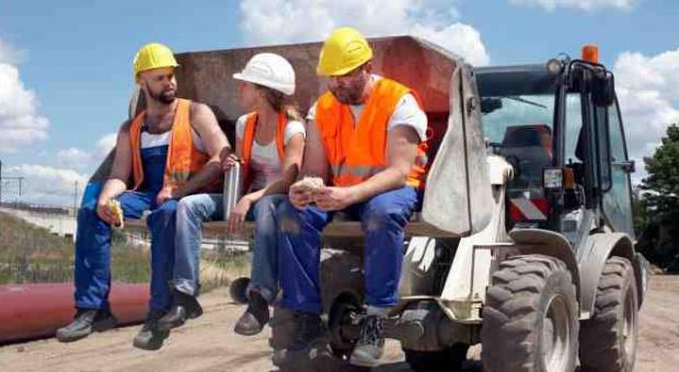 Spadek zatrudnienia w przemyśle wyhamował