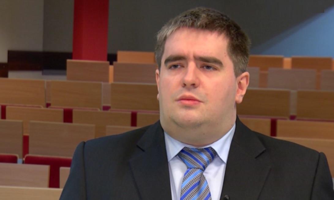 Zgodnie z aktualnymi przepisami pracodawca nie musi odprowadzać do ZUS składek za pracownika poniżej 26 roku życia, który jest zatrudniony na podstawie umowy-zlecenia (Mariusz Rutke, fot.newseria.pl)