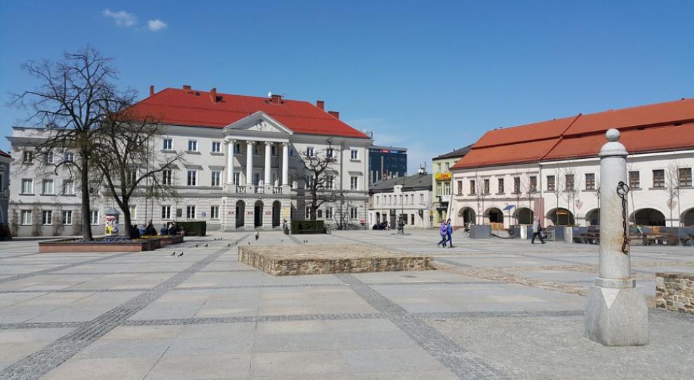 Szukam pracy, wynagrodzenia: Ile można zarobić w województwie świętokrzyskim?