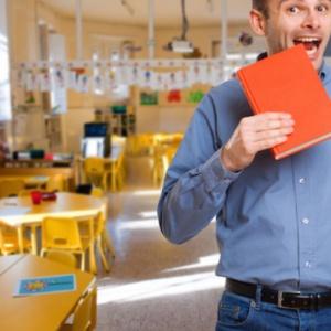 Zmiany w wynagradzaniu nauczycieli. Wyższa pensja i koniec z dodatkami