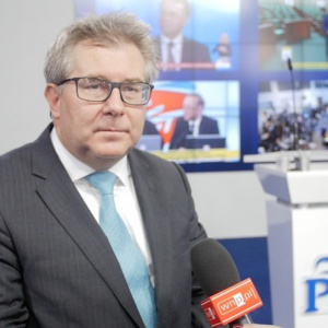 Czarnecki: Nie chcemy żadnych imigrantów spoza Europy w Polsce