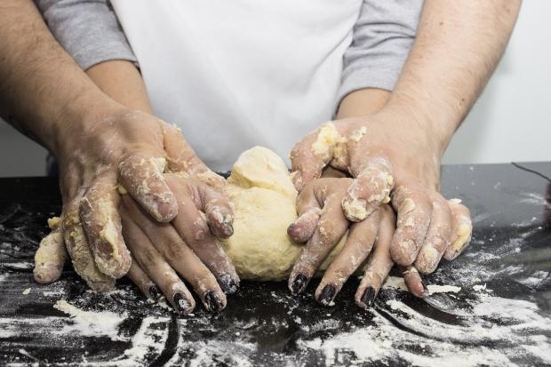 Dają 5 tys. na rękę za 15 dni. Kształcenie kucharzy i kelnerów musi stać się intratne?