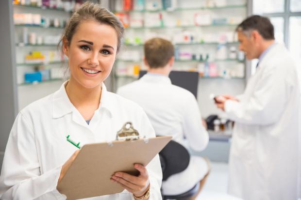 Wynagrodzenia farmaceutów: Ile zarabia magister, a ile technik?