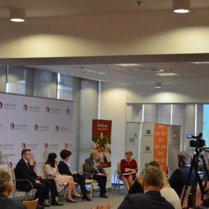 Politykę rodzinną powinny wspierać działania na rynku pracy