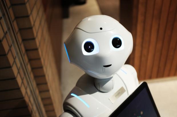 Zagrożenie pracowników ze strony robotów to strachy na Lachy. Może za 100 lat?