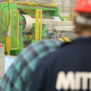 Związkowcy z ArcelorMittal Poland opuścili budynek dyrekcji. Jest porozumienie?