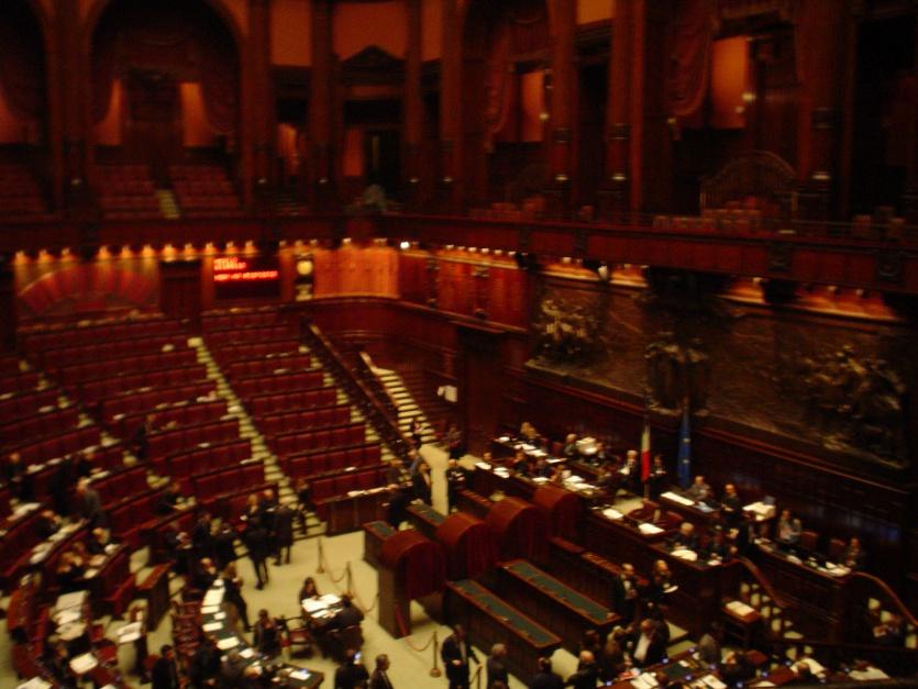 Sala włoskiego parlamentu, na którym zdecyduje się czy Włoszki dostaną kolejne dni wolne do wykorzystania, źródło: wkimedia.org/CC BY-SA 3.0
