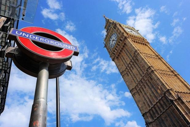 Wielka Brytania rozpoczyna proces wyjścia z UE: Gwarancja praw migrantów priorytetem