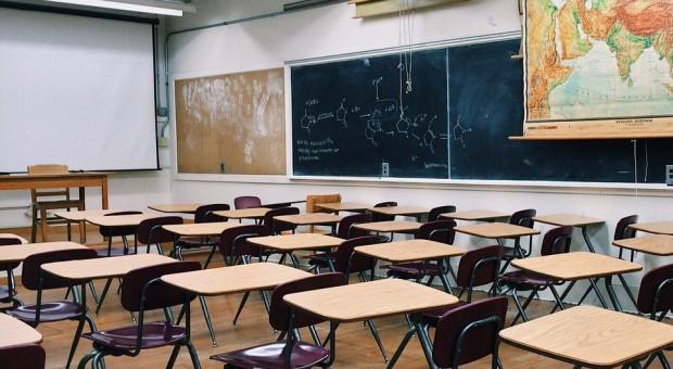Oferty pracy dla nauczycieli: MEN przygotowało bazę