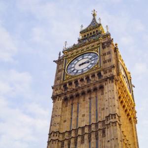 W 12 lat średnia płaca w Wielkiej Brytanii wzrosła o... 1 funt