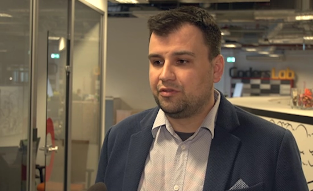 Niemniej postępująca automatyzacja i robotyzacja pracy bez wątpienia wpłynie także na pracę programistów (Leszek Wolany, fot.newsrmtv)