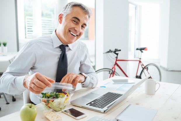 W niektórych aplikacjach dostaw jedzenia napiwki nie trafiają do pracowników
