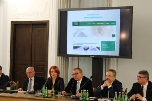Pensje Polaków poszybują w górę? Poseł PiS i przedsiębiorcy chcą nowych podatków