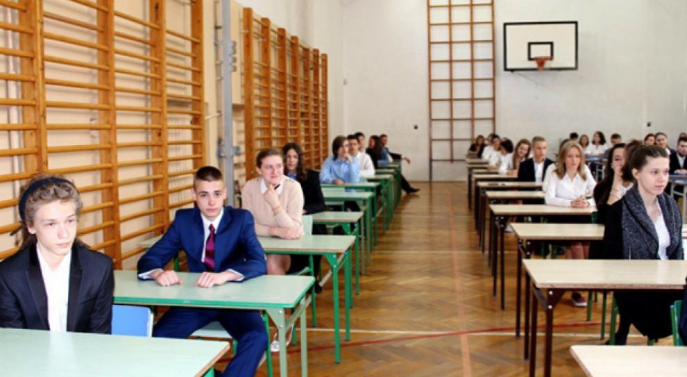 Egzamin gimnazjalny 2017: Gimnazjaliści piszą egzamin matematyczno-przyrodniczy
