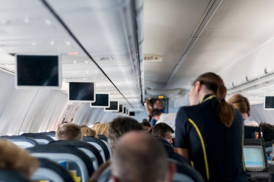 Dyskryminację miały potwierdzać słowa skierowane do jednej ze stewardess, źródło: pixabay.com