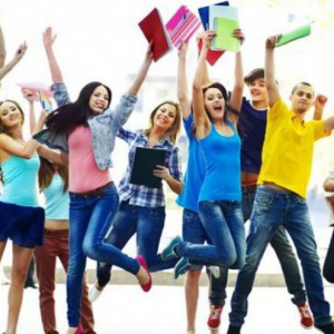 Zarobki, lokalizacja firmy czy benefity. Co jest najważniejsze w ofercie pracy dla młodych?