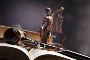 Więcej kobiet wśród zdających na aplikacje prawnicze