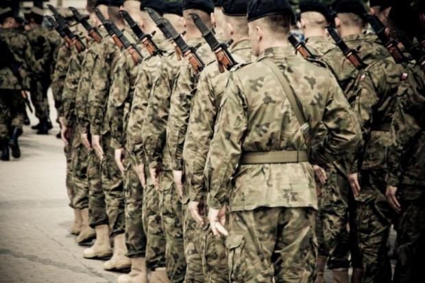 Więcej żołnierzy etatowych i zawodowych. Jest nowy projekt MON