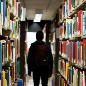 Amazon doposaża biblioteki. Z myślą o pracownikach i ich rodzinach
