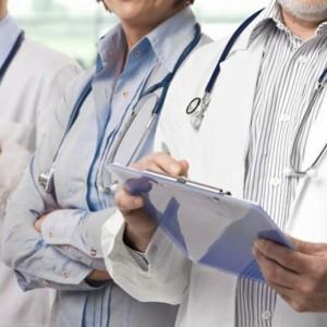 Młodzi lekarze upominają się o podwyżki. Inaczej wyjadą z kraju