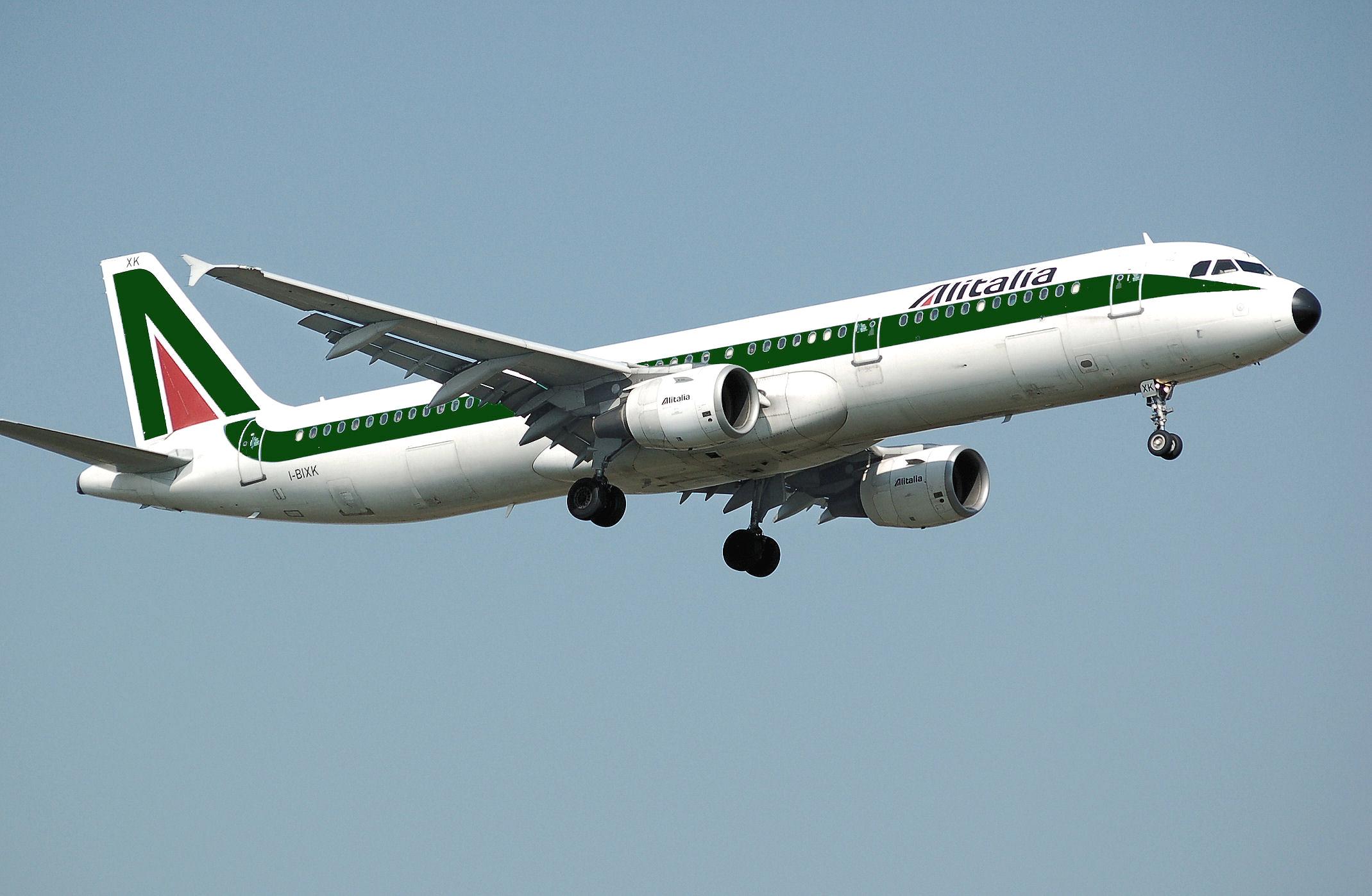 Pomimo trwającej od lat trudnej sytuacji samoloty AlItalia latają. (fot. archiwum)