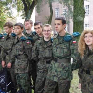 Posłowie PiS chcą większego wpływu MON na klasy mundurowe