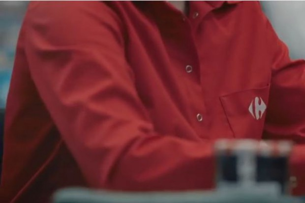 Pracownicy Carrefoura będą mieć nowe uniformy: Tarcza przeciwko zarazkom