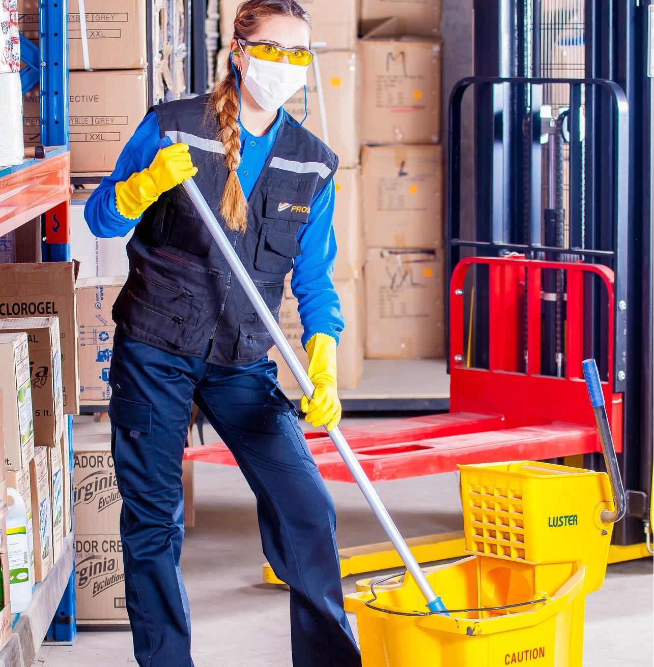 Niektórzy Polacy są przekonani, że pracujących w Polsce Ukraińców można spotkać jedynie w fabrykach, a Ukrainki pracują tylko jako służba sprzątająca. (Fot.: mat. pras.)