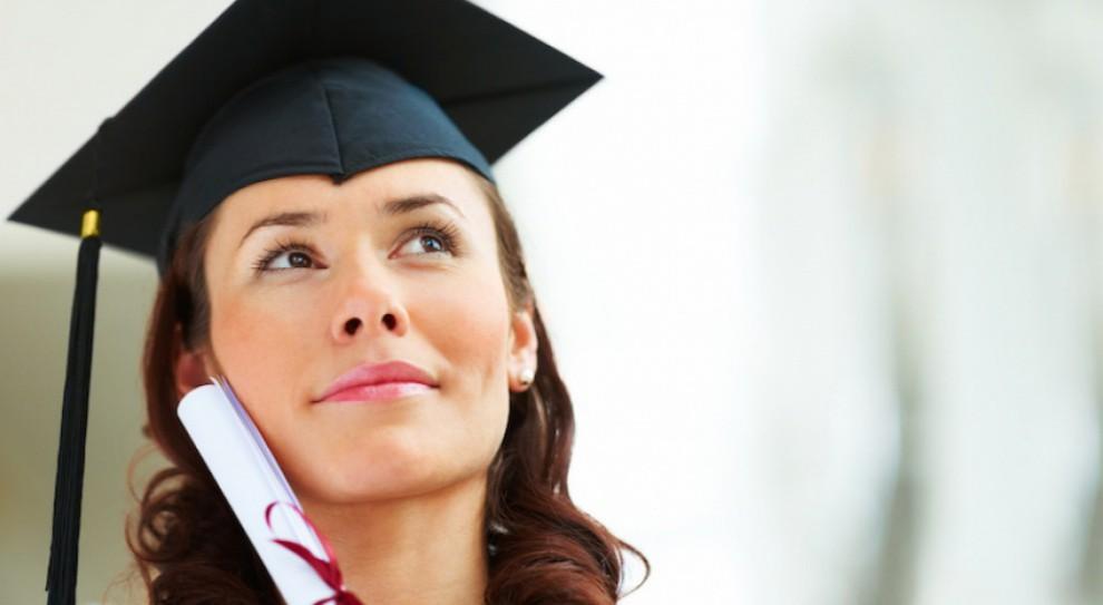 Młodzi przebojowi w pracy? Te badania burzą mit o ich pewności siebie