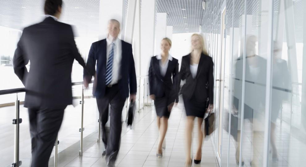 EEC: Kobietom brakuje pewności siebie. Także w walce o zarobki i awans