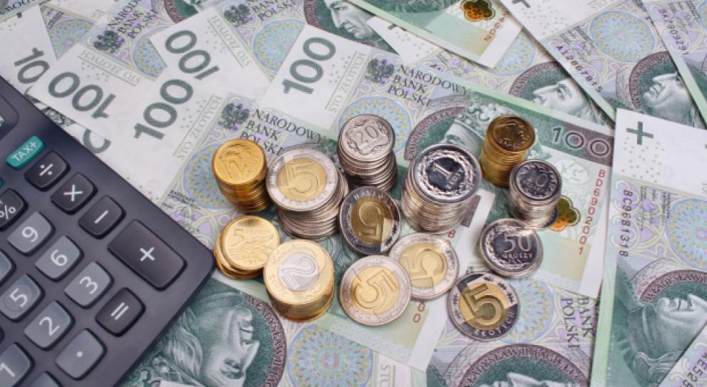 Pensja minimalna w górę. Minister Rafalska proponuje 2,1 tys. zł od 2018 r.