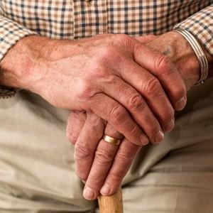 Kiedy przejść na emeryturę? Czy na nią oszczędzać?