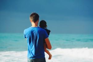 Urlop rodzicielski: Coraz więcej mężczyzn decyduje się na urlop