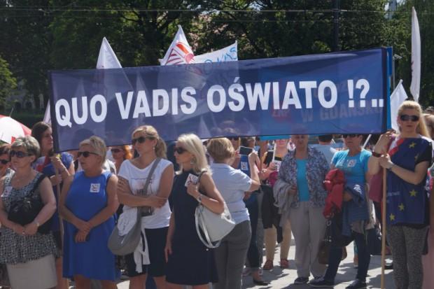 PO i ZNP proponują przesunięcie reformy oświaty o rok
