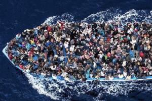 Włochy, uchodźcy: Od początku roku przypłynęło ponad 60 tys. migrantów