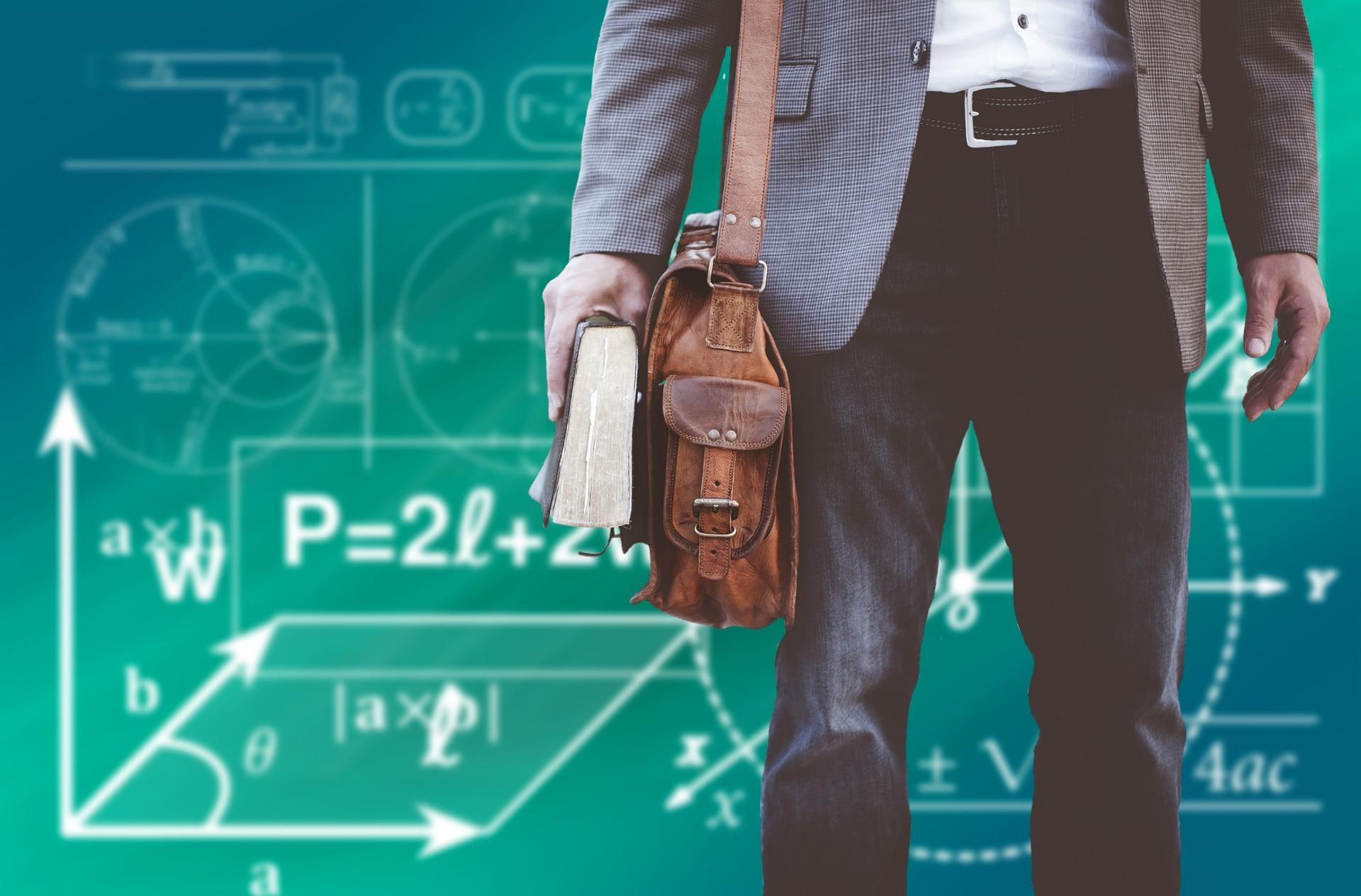 Dążymy do tego, aby jak największa liczba nauczycieli miała angaże w szkołach, aby uchronić nauczycieli przed utratą pracy - mówi Rafał Bochenek(fot.pixabay)