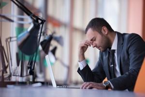 Stres w pracy i problemy ze snem to śmiertelne połączenie