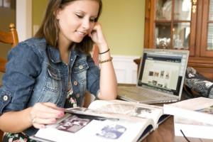 Absolwenci szkół wyższych zasilają szeregi bezrobotnych