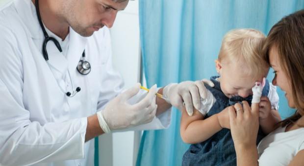 Będą wyciągane konsekwencje wobec lekarzy i pielęgniarek odwodzących od szczepień?