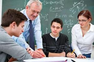 Będą zwolnienia nauczycieli? MEN: Wręcz przeciwnie