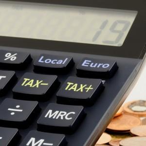Podatek Tuska zostaje. Nie będzie zmian w rozliczeniu PIT dla twórców