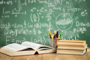 Koniec roku szkolnego 2016/2017: Gimnazjaliści po raz ostatni odbierają świadectwa