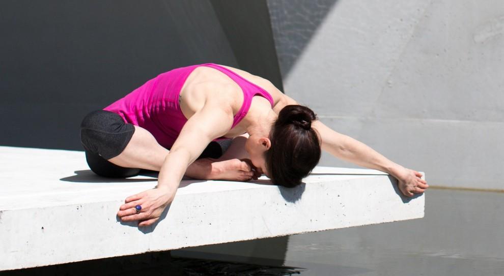 Joga i medytacja w pracy pomagają redukować stres. Polacy wezmą przykład ze Skandynawii?