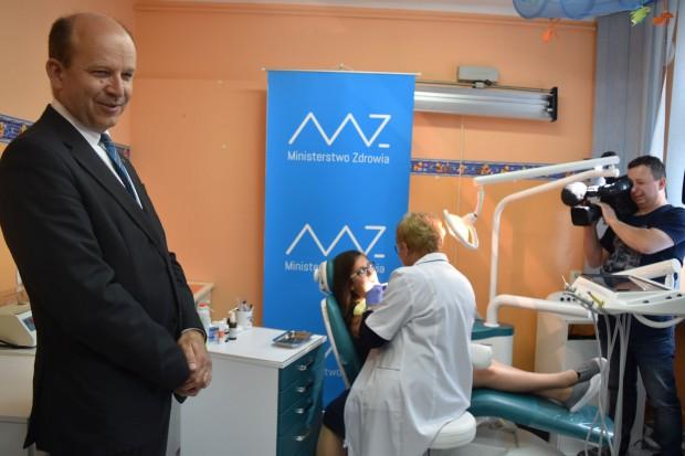 Dentyści, pielęgniarki i higienistki dostaną pracę w szkole