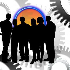 Rosną pensje i... wzięcie na usługi HR
