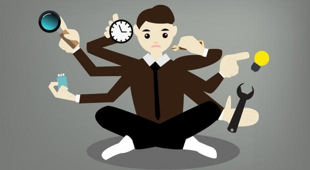 Ilość zadań w pracy przytłacza. Pracownicy są zestresowani i mniej efektywni, a firmy tracą
