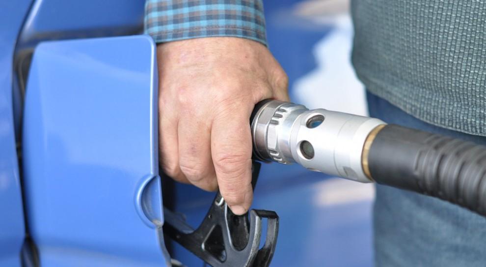 Francja zakaże sprzedaży samochodów spalinowych. Co z fabrykami i załogą?