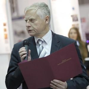 Rząd chce ściągnąć naukowców do Polski. Gwarantuje pracę i dobre zarobki